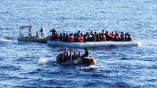 мигранты в море