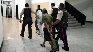 Dos adolescentes arrestados