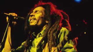 Marley cantando en Brighton días antes de su concierto en Dublín.