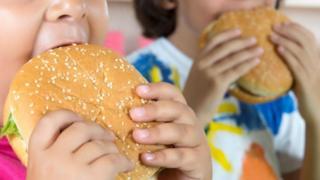 Children eating burgers