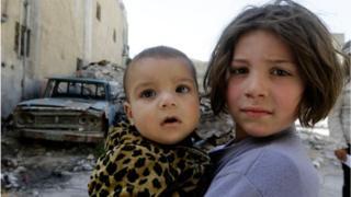 지난 20일 시리아의 두마지역 동 구타의 어린이들