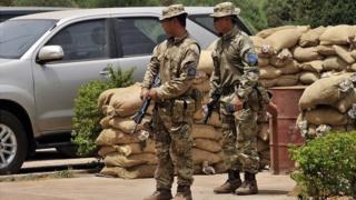 Des soldats de l'armée malienne et de la force Barkhane se sont rendus sur le lieu de l'attaque.