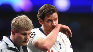 Vertonghen helped off the pitch by a physio
