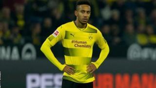 Mshambuliaji wa Borussia Dortmund Pierre-Emerick Aubameyang ametemwa katika kikosi cha timu hiyo kutokana na maswala ya ukosefu wa nidhamu.