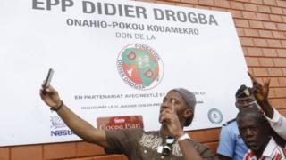 Drogba construit une école dans un village ivoirien