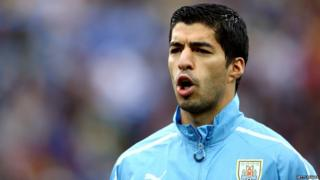 Luis Suarez sings the Uruguayan national anthem during the 2014 World Cup