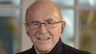 Clive James: Australian broadcaster and author dies aged 80