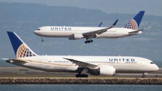 دو هواپیمای یونایتد ایرلاینز
