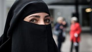 النقاب أحد أغطية الوجه المنتشرة