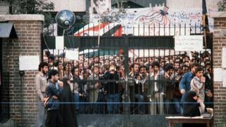 Tahran'daki ABD Büyükelçiliği önünde protesto gösterisi