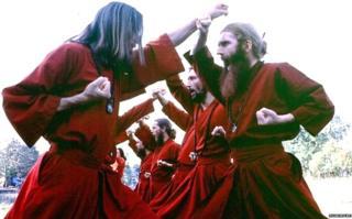 शिष्यांना कराटेचं प्रशिक्षणही दिलं जायचं.