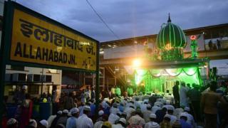 ماه پیش، شهر الله آباد به پرایاگ یا پرایاگراج تغییرنام داد. دلیلش ظاهرا احیای هویت کهن شهر به عنوان یک مرکز زیارتی هندوها بود