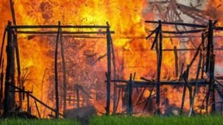 حرق منازل الروهينجا