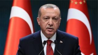 Эрдоган 11 жыл өкмөт башчы болуп иштегенден кийин 2014-жылы президент болуп шайланган.