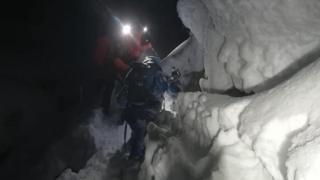 Польский сноубордист оказался под двухметровым завалом снега