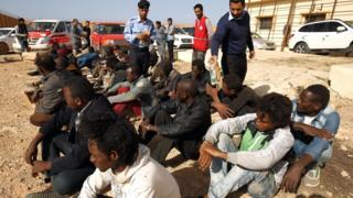 Des migrants sud-sahariens prêts à être rapatriés de Libye.