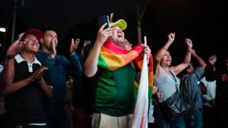Сторонники Андреса Мануэля Лопеса Обрадора празднуют победу своего кандидата