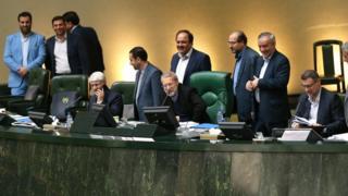 علی لاریجانی، رئیس مجلس: کمیسیون تلفیق ۷۲ ساعت فرصت دارد که لایحه بودجه را بررسی و اصلاح کند