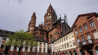 德国美因茨市因是古腾堡的故乡而出名。