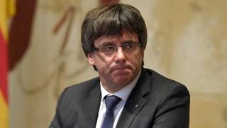 Selon la presse espagnole, le dirigeant séparatiste serait parti dans la capitale belge avec cinq de ses ministres, eux aussi destitués par Madrid, comme tout le gouvernement catalan.