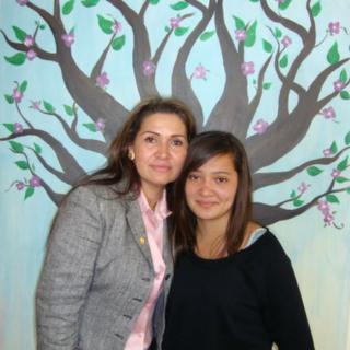 Virginia Isaias e a filha, hoje com 20 anos