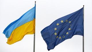 прапори України і ЄС