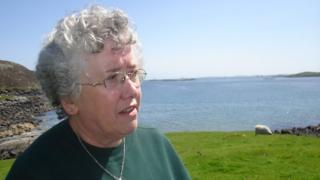 Chrissie Lawsan 's i a-muigh a'clàradh 'son prògram Cuairt MhicIlleMhìcheil air Radio nan Gaidheal ann an 2007.