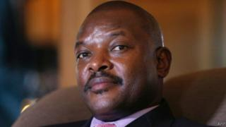 Madaxweynaha Burundi, Pierre Nkurunziza, ayaa lagu eedeeyay inuu doorashada ku shubtay