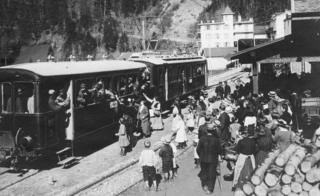 Internees are welcomed on their way to Les Diablerets