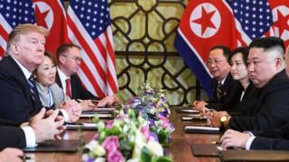 Ông Kim đã phản ứng như thế nào khi nhận được tờ giấy đó?