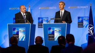 НАТОнун баш катчысы Йенс Столтенберг жана Грузиянын президенти Георгий Маргвелашвили Брюсселлдеги басма сөз жыйында