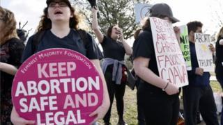 المرأة الأمريكية التي تريد الإجهاض يجب أن تستئذن شريكها أولا r