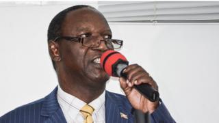 Pierre Claver Ndayicariye akiri umukuru w'umugwi ujejwe amatora, atangaza ivyavuye mu matora ya kamarampaka kw'ibwirizwa shingiro, i Bujumbura itariki 21/05/2018
