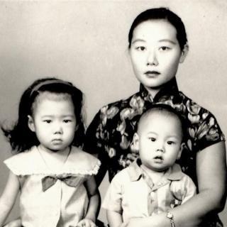 Liu Lin com a mãe e o irmão mais novo