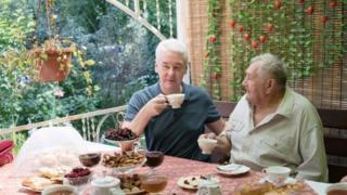 """Собянин пьет чай в садовом товариществе """"Ворсино"""""""