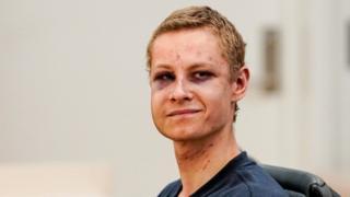 المشتبه به ظهر في محكمة تكسو وجهه ورقبته الكدمات والخدوش