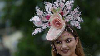 И цветы, и насекомые - творение для Аскота