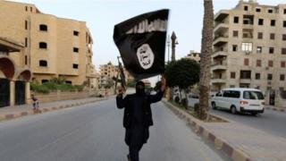 صورة أرشيفية لمقاتل من تنظيم الدولة
