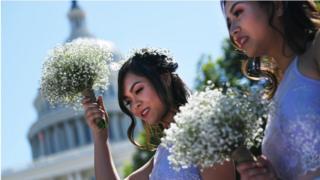 """""""Đôi khi các cô phù dâu là những người nằm kẹt giữa những động tác xả stresss của cô dâu,"""" theo một chuyên gia về nghi thức đám cưới."""