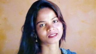 পাকিস্তান ছেড়েছেন আসিয়া বিবি