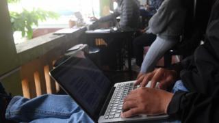 Ngày càng nhiều người dùng internet ở Việt Nam