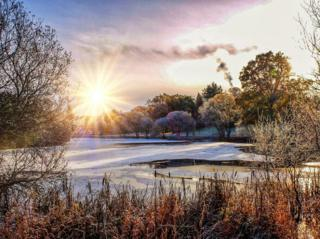 Frozen Airthrey Loch in the winter sun, during a lunchtime run. Stirling University Campus