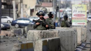 Des militaires Israéliens surveillant les frontières des territoires occupés