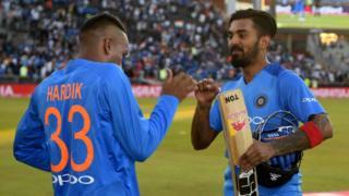ક્રિકેટર હાર્દિક પંડ્યા અને કેએલ. રાહુલ