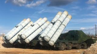 وزير الدفاع الروسي قال إن موسكو اكملت تسليم منظومة اس-300 إلى سوريا