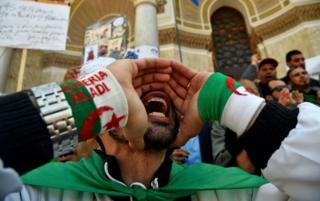 online dating معترضان الجزایر در جریان تظاهرات روز اول ماه مه در الجزیره در روز 1 ماه مه سال 2019 شعارهای خود را اعلام کردند.