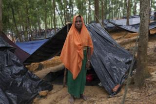 Mujer rohingya que huyó de Myanmar en un campo de Kutubalam, en Teknaf, Bangladesh.