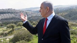 Benjamin Netanyahu gestures towards Israeli settlement of Har Homa (20/02/20)