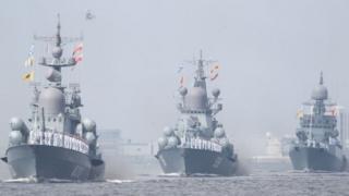 Боевые корабли российского флото в акватории Невы.