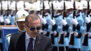 Al menos 283 de los 2.500 miembros de la guardia presidencial fueron detenidos después el levantamiento.